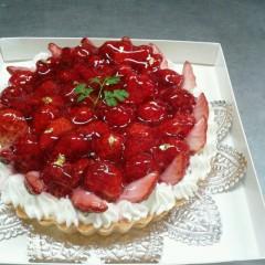 ホールケーキ(いちごのタルト)
